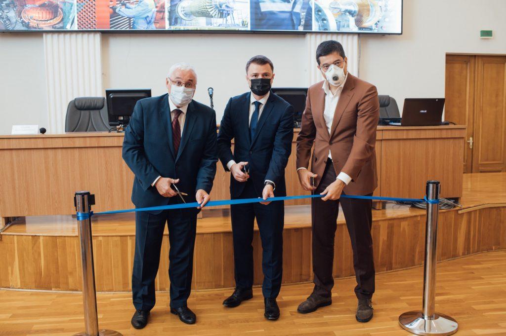 На фото слева направо_Н.Рогалев_М.Иванов_Т.Липатов